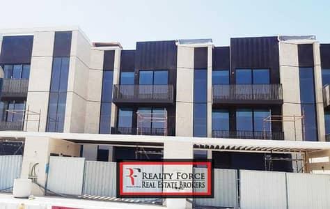 تاون هاوس 5 غرف نوم للبيع في جميرا، دبي - CONTEMPORARY BEACHFRONT VILLA| G+2+ROOF|EXCLUSIVE