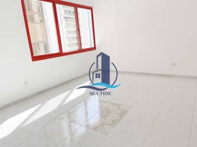 شقة 2 غرفة نوم للايجار في شارع النصر، أبوظبي - Attractive Price 2 BR Apartment with Balcony