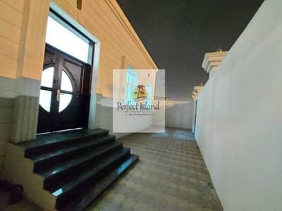 شقة 2 غرفة نوم للايجار في الشامخة، أبوظبي - Brand New Luxury Living 2 master BR Extension   Private Entrance   Huge Yard