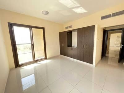 2 Bedroom Apartment for Rent in Al Nuaimiya, Ajman - Two-bedroom apartment, a hall with two bathrooms, with closets, very large areas, in Al-Nuaimiyah, opposite Al-Hekma Private School. Payment facilitie