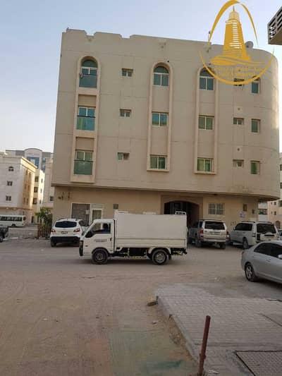 مبنی تجاري  للبيع في مويلح، الشارقة - FOR SALE A BUILDING IN MUWEILAH AREA