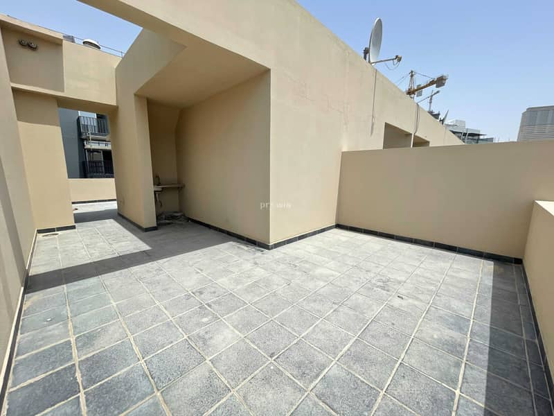 13 BEST DEAL !!!   VERY SPACIOUS  TOWNHOUSE