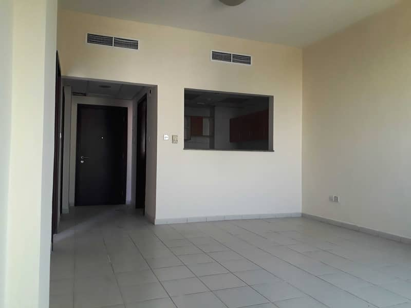 شقة في الحي الروسي المدينة العالمية 1 غرف 26000 درهم - 5204772