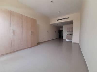 استوديو  للايجار في دبي لاند، دبي - استوديو مع شرفة كبيرة