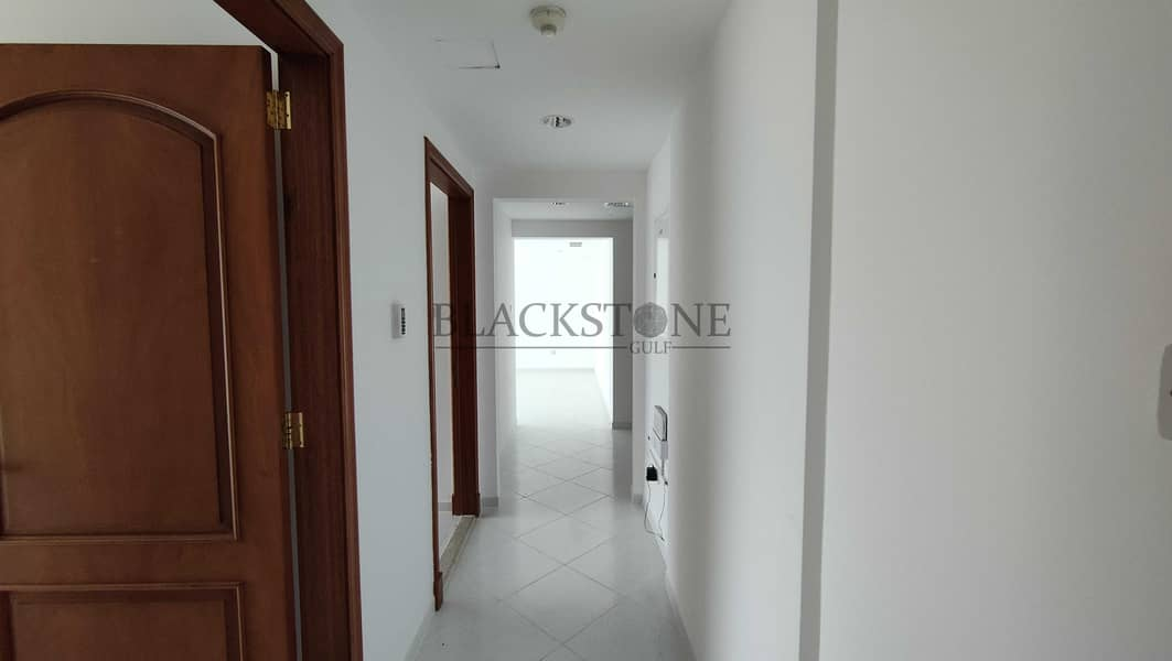 SPACIOUS AND BRIGHT APARTMENT IN GARHOUD