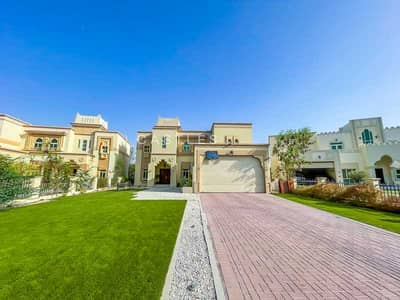 4 Bedroom Villa for Sale in Jumeirah Islands, Dubai - Upgraded & Extended Garden Hall | Lake View