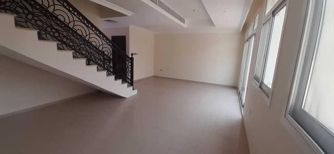فيلا مجمع سكني 3 غرف نوم للايجار في مردف، دبي - فيلا 3 نوم / صالة مع غرفة خادمة في مردف مساحة جيدة الايجار 80 ألف فقط