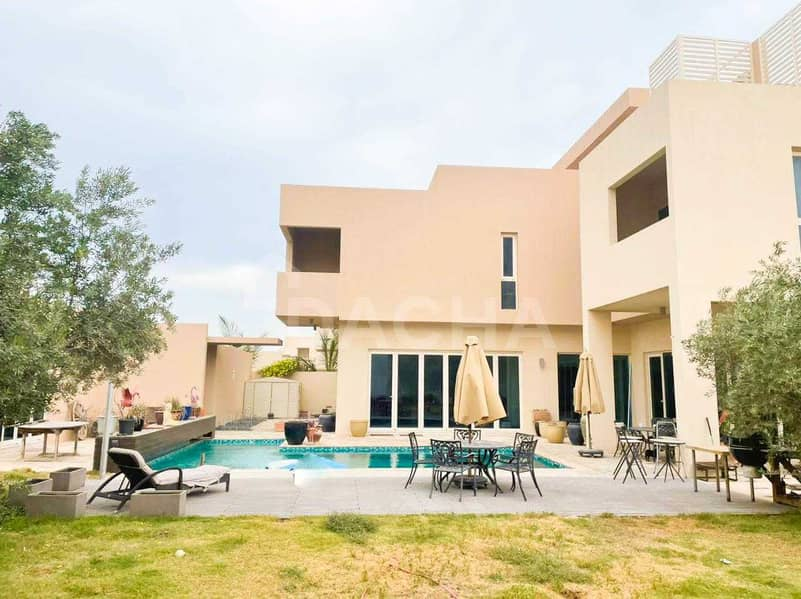Private Pool / Huge Living Space / A Must See Villa!