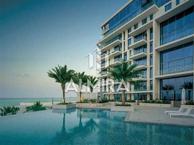 3 Bedroom Apartment for Sale in Saadiyat Island, Abu Dhabi - Great investment I Beachfront home w/ 2% ADM Fee