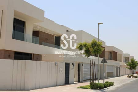 5 Bedroom Villa for Sale in Yas Island, Abu Dhabi - A Huge and Exquisite Villa In A Prime Location