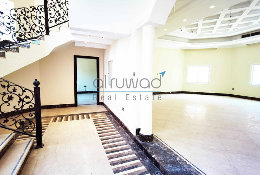 NEGOTIABLE & LUXURY 5BR VILLA FOR RENT