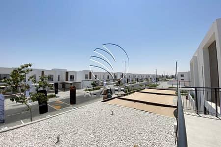 تاون هاوس 3 غرف نوم للبيع في الغدیر، أبوظبي - For Grab Offer In This End Unit Townhouse   Close To Dubai
