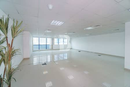 Office for Rent in Jumeirah Lake Towers (JLT), Dubai - Open Layout   Private Washroom and Pantry