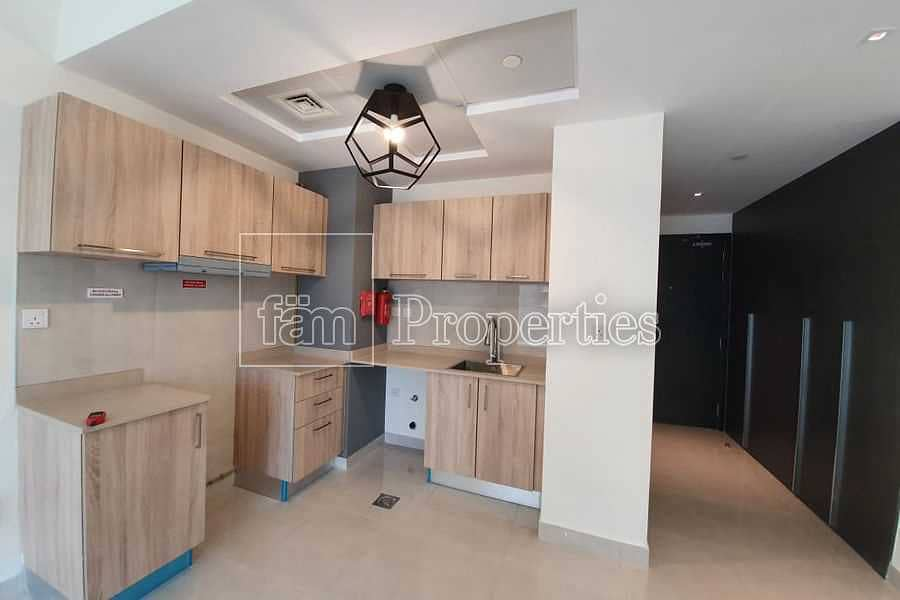 2 City & Pool View Cosy & Spacious Brand New