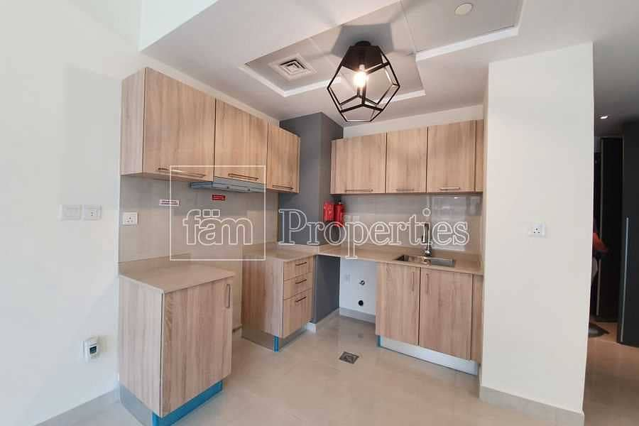 14 City & Pool View Cosy & Spacious Brand New