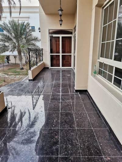 فیلا 8 غرف نوم للايجار في مدينة محمد بن زايد، أبوظبي - فیلا في المنطقة 1 مدينة محمد بن زايد 8 غرف 220000 درهم - 5165440