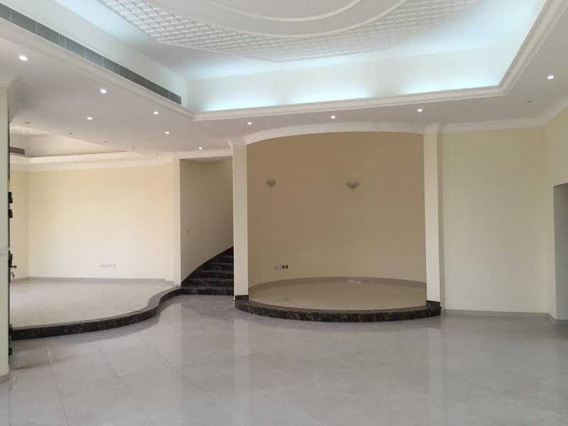 Very nice villa for rent in warqaa (5 bed room+ hall+ living room+ elevator