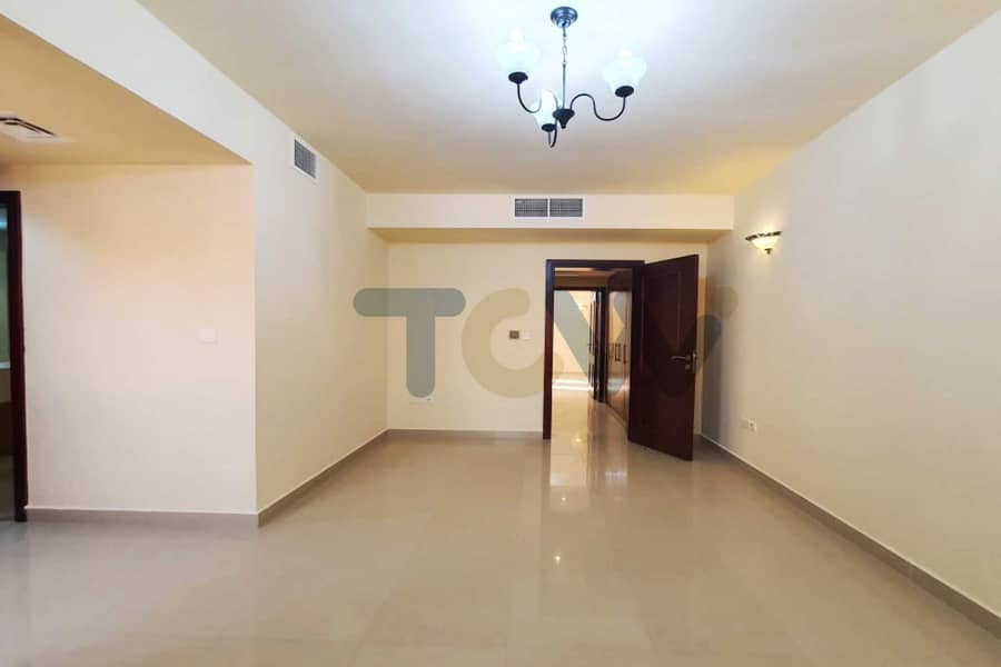 2 With  a rent refund Immaculate Villa Offers Great Lifestyle Convenience