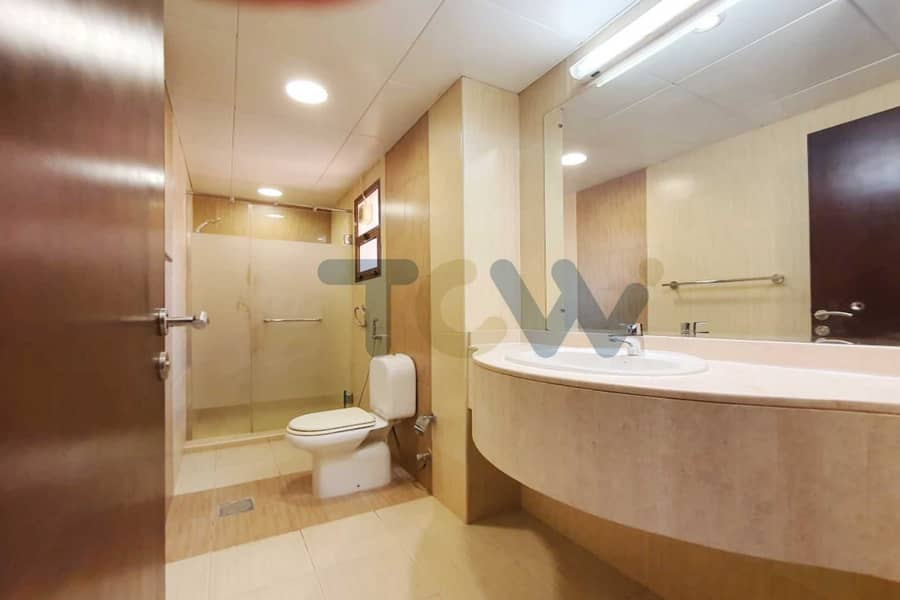 10 With  a rent refund Immaculate Villa Offers Great Lifestyle Convenience