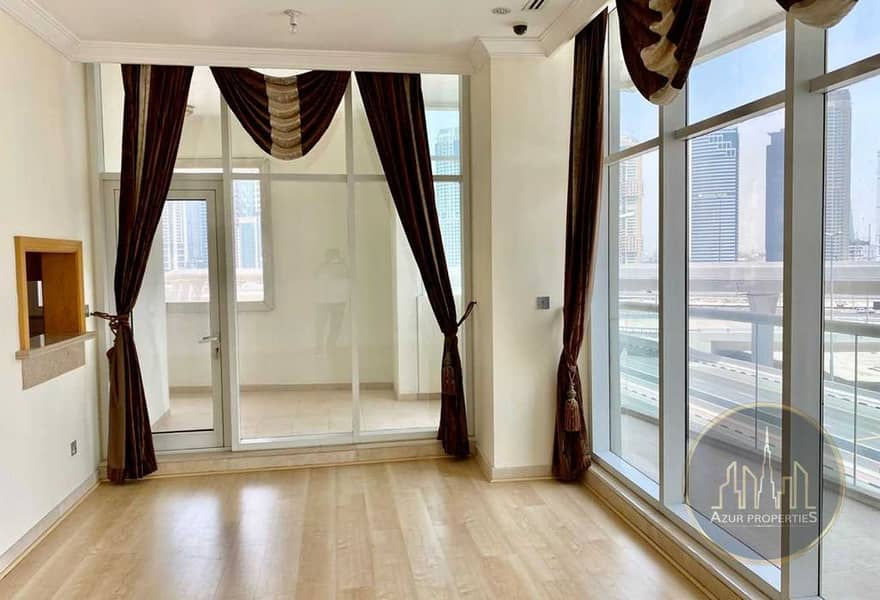 2 02 BR + Ext. Store! Large Balcony ! Super Location