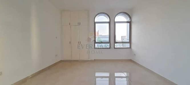 شقة 3 غرف نوم للايجار في منطقة النادي السياحي، أبوظبي - شقة في منطقة النادي السياحي 3 غرف 62999 درهم - 4762932