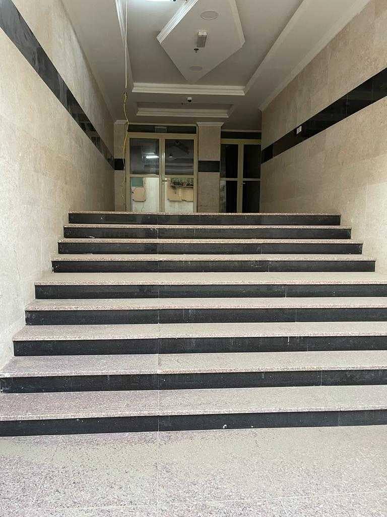 مبنى راقي - موقع رائع - فسيح - مصعد - موقف سيارات في الطابق السفلي