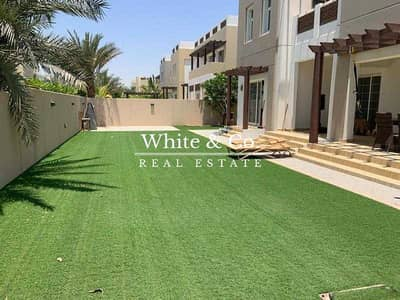 فیلا 4 غرف نوم للبيع في مدن، دبي - Park Facing  Immaculate  Great Price