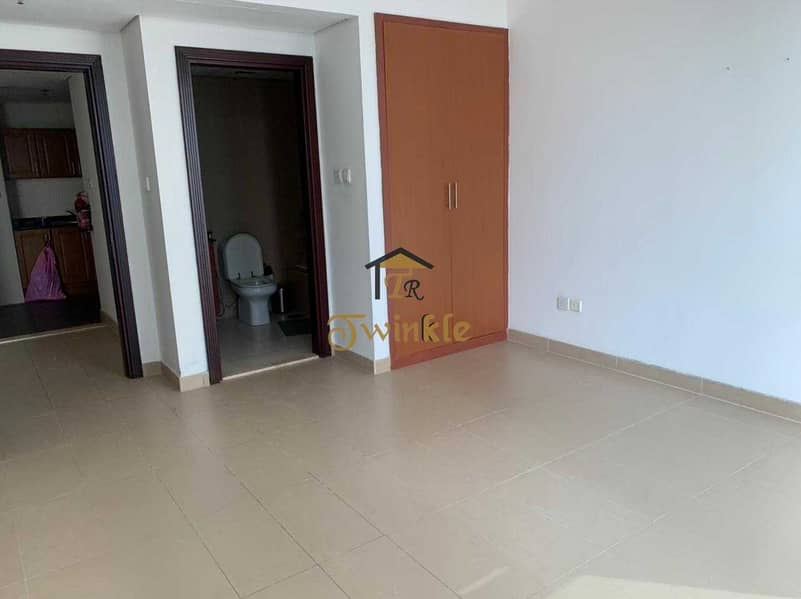 2 Spacious well-designed 1BR apartment available  Lakeside Residence.