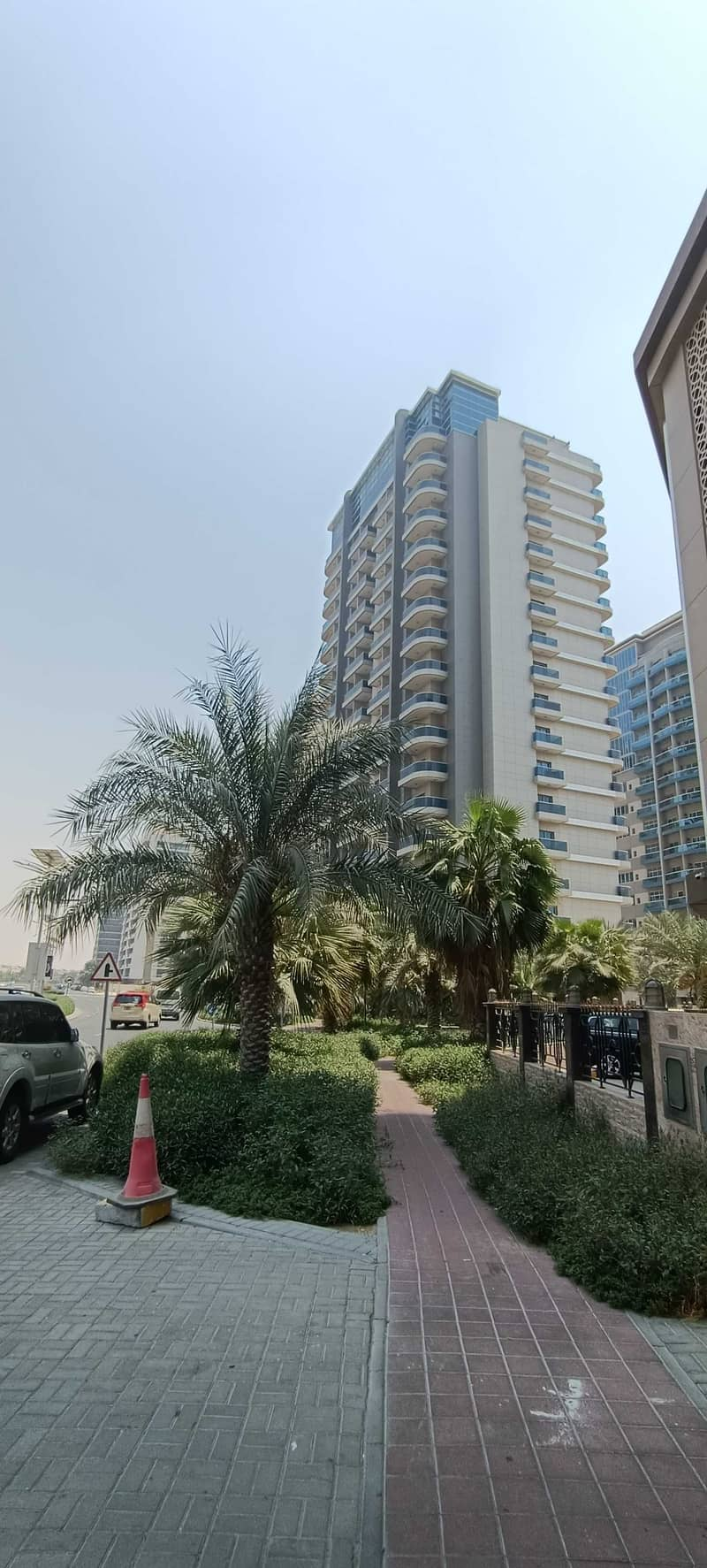 FULLY FURNISHED VERY BRIGHT 2 BED WITH BALCONY