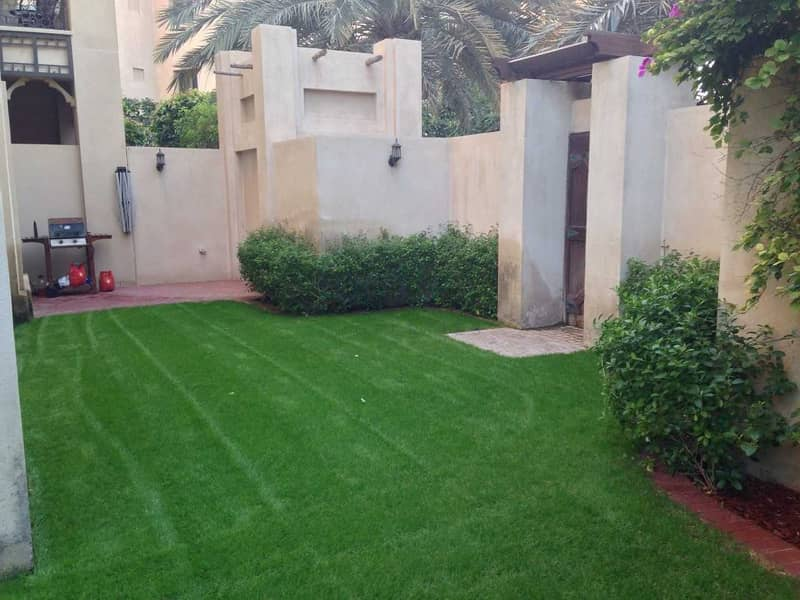 2 Large Private Garden | Burj Khalifa View | Rented