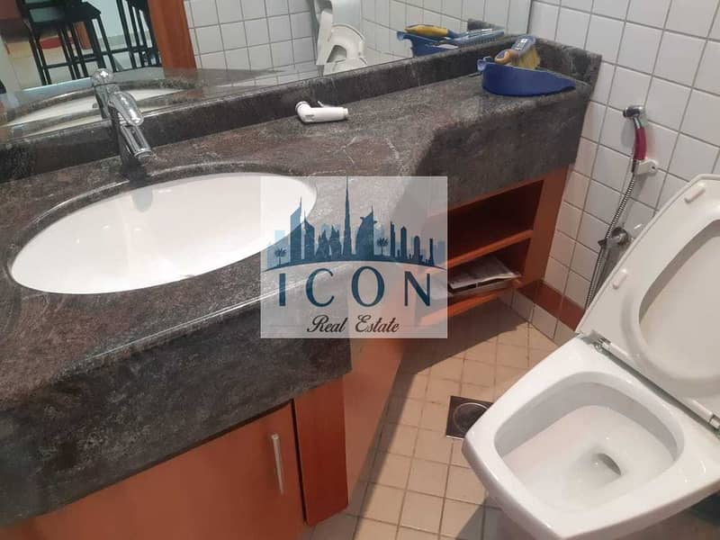 2 Chiller Free  1 Bed  Beside Metro Station   Vacant