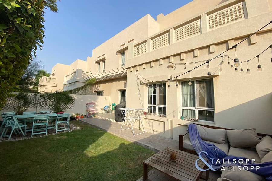 11 Opposite Pool and Park | 3 Beds | Type C