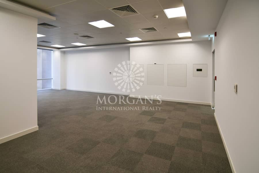 12 Vacant open layout office available for rent