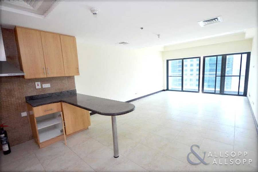 2 2 Bed   Lake View   Balcony   Unfurnished