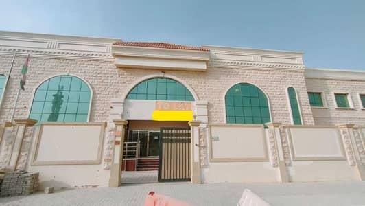 مبنی تجاري  للايجار في العزرة، الشارقة - مبنی تجاري في العزرة 3500000 درهم - 5305264
