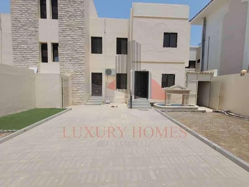 Transcendent House With Private Entrance And Yard