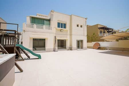 4 Bedroom Villa for Rent in The Meadows, Dubai - Upgraded 4 bed villa with a very nice lake view