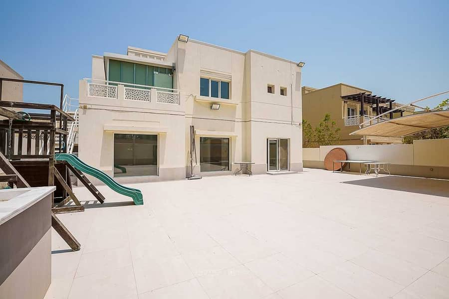 Upgraded 4 bed villa with a very nice lake view