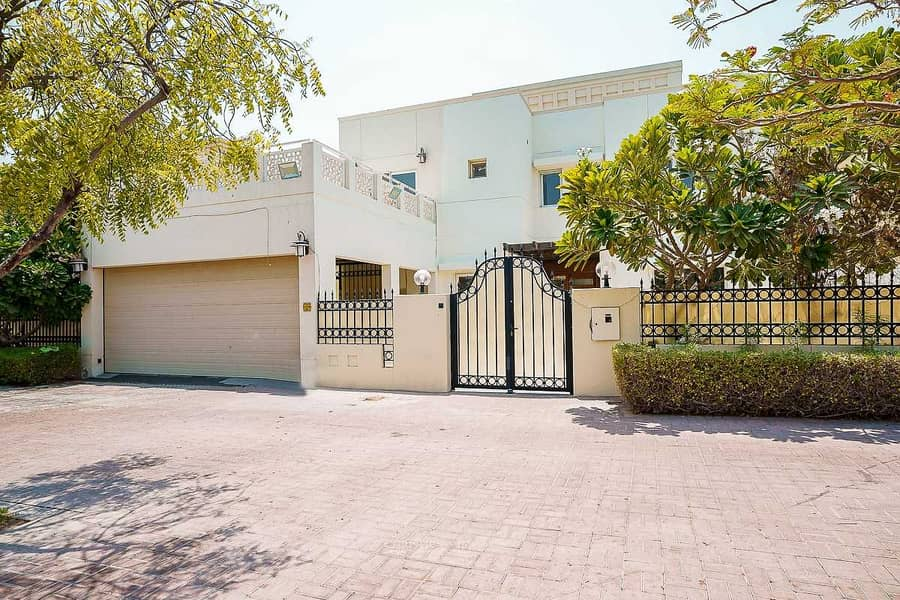 12 Upgraded 4 bed villa with a very nice lake view