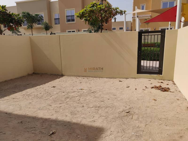 13 SINGLE ROW | CLOSE TO POOL | LANDSCAPED GARDEN