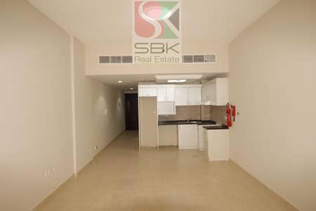 استوديو  للايجار في مجمع دبي ريزيدنس، دبي - Spacious studio with chiller