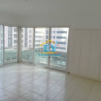 فلیٹ 4 غرف نوم للايجار في الخالدية، أبوظبي - Closed Kitchen  |  Maids Room | Good price