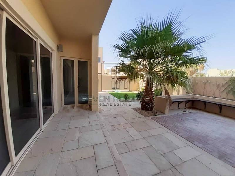 2 Fabulous Townhouse 4BR With Great Price !