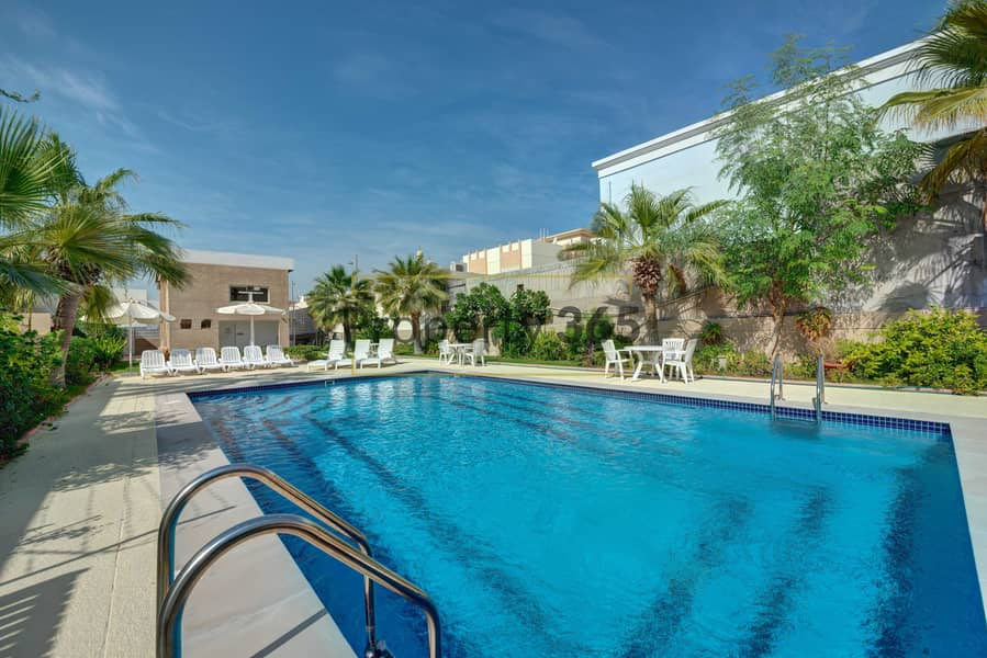 Private Garden / 3 Bedrooms plus Maid`s / 7 min from Jumeirah Beach