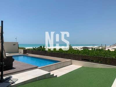 فیلا 5 غرف نوم للبيع في جزيرة السعديات، أبوظبي - HOT DEAL !! Beach Front Villa   Direct Access to the Open Beach .