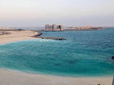 استوديو  للبيع في جزيرة المرجان، رأس الخيمة - Captivating Sea View | Studio Type Apt.