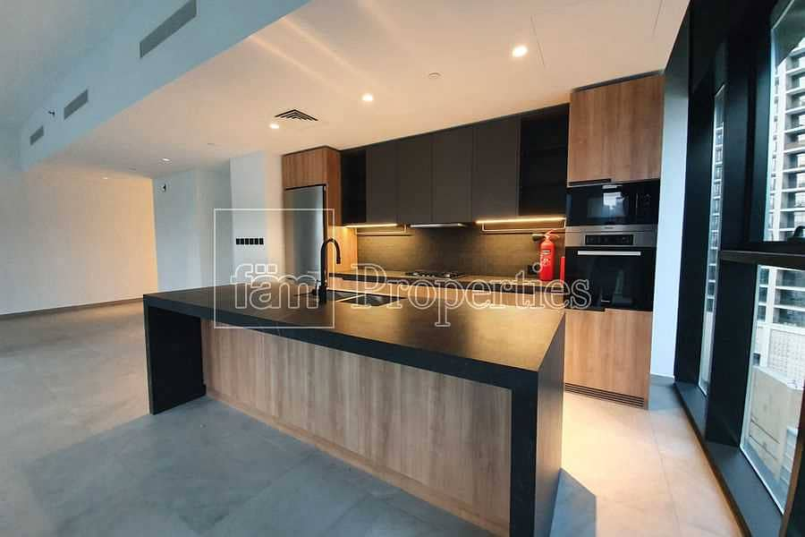 2 Modern Luxury Finish|Brand New|Vacant|Pool View