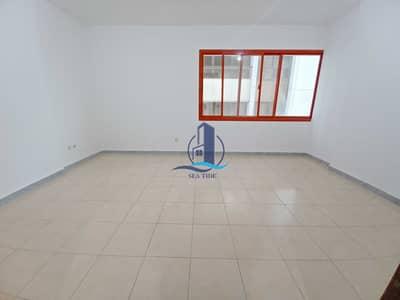 شقة 2 غرفة نوم للايجار في شارع النصر، أبوظبي - Great Price 2 BR Apartment with Balcony