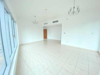 2 Bedroom Flat for Sale in Dubai Residence Complex, Dubai - Vacant Corner Apartment with Closed Kitchen