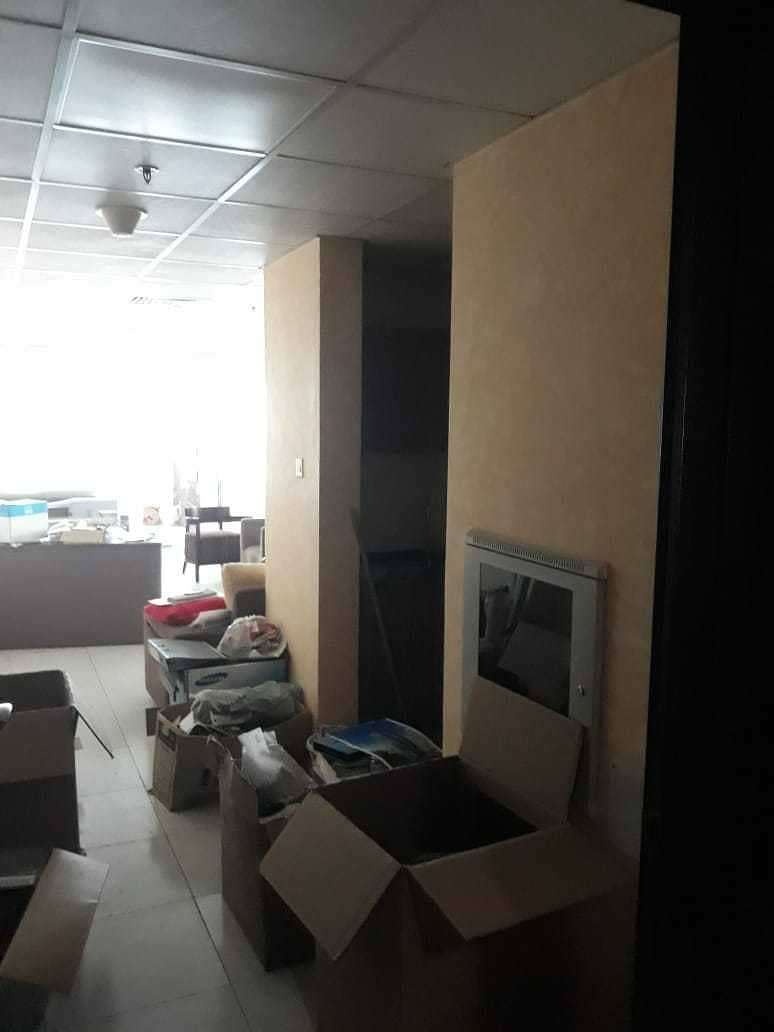 مكتب متاح للإيجار في 22000 مع قواطع ومواقف في برج فالكون B 1 ، الراشدية 2 عجمان.